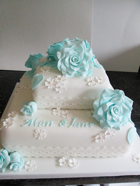 2 Tier Rose & Lace £200.00
