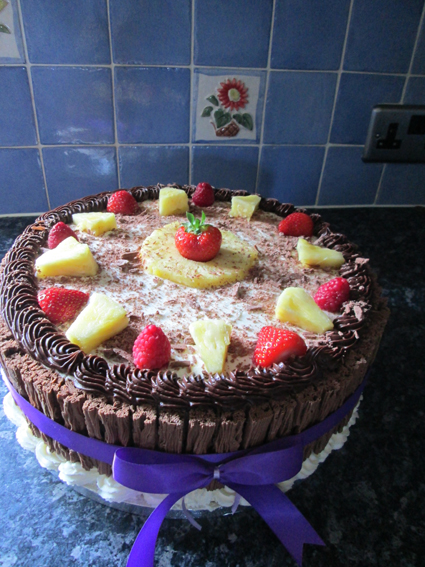 Fresh fruit & cream Gateaux