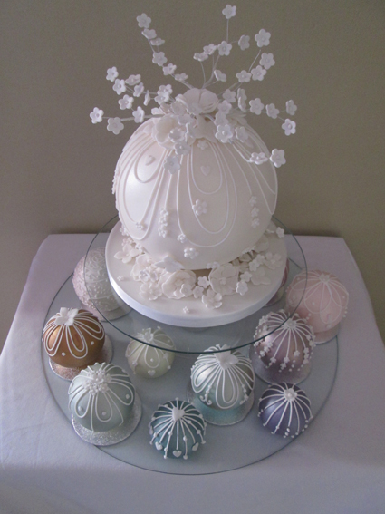 Bauble wedding cake